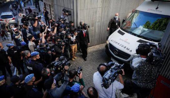 Maradona recibe el alta hospitalaria; seguirá bajo supervisión en casa