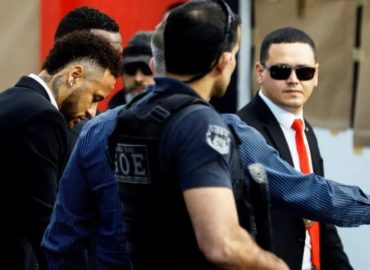 Neymar llega a la comisaría para declarar por una acusación de violación