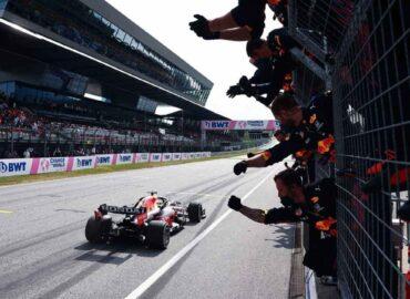 Checo se equivoca dos veces; Verstappen 'on fire'