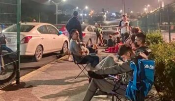 Afición de Rayados acampa en el BBVA para alcanzar boleto en venta libre